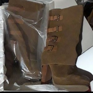 New in box Report suede platform boots